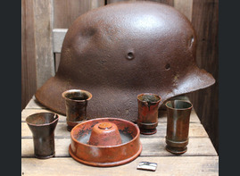 Wehrmacht helmet M40 + things from the dugout / from Karelia