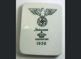 Refrigerator magnet from the dishes of the Deutsches Reich