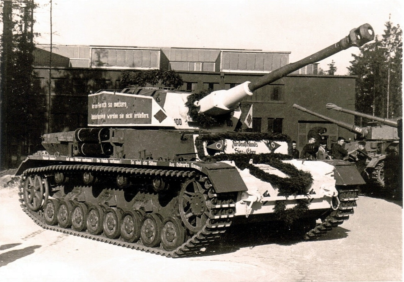 """Jubilee"" Pz.Kpfw IV modification ""H"" at number 100"