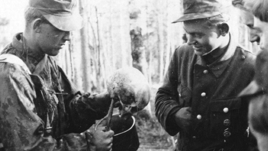 Hans Romerud shows the skull to his friend