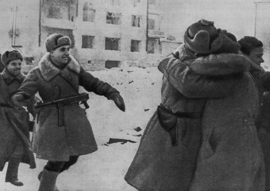 Soldiers of the 62nd and 21st Armies united in Stalingrad meeting