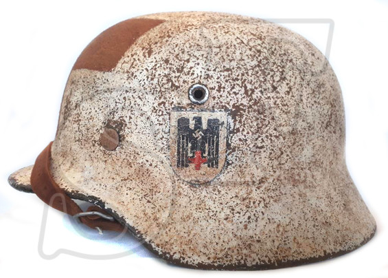"Steel helmet M35 ""Deutsches Rotes Kreuz"" (Restoration)"
