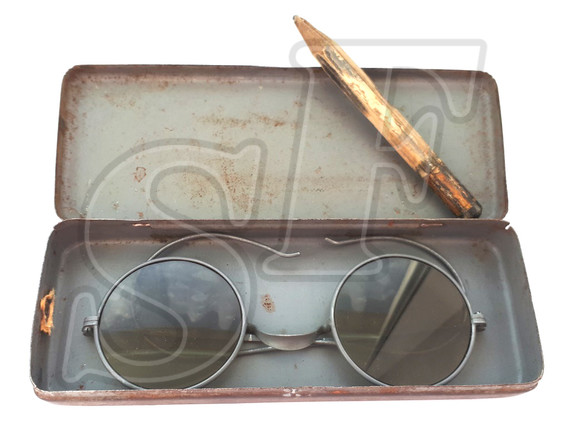 Glasses in case, 3 Reich
