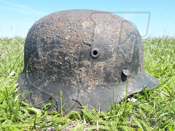 German helmet M40 SS + box of MG